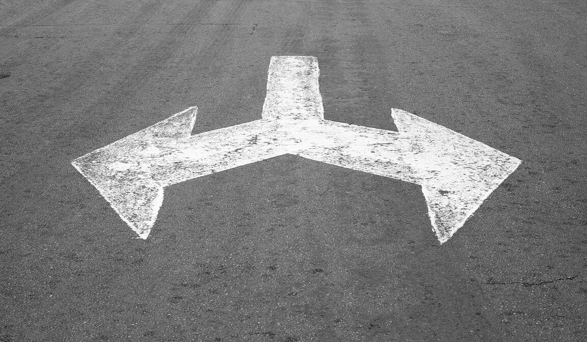 black-and-white-direction-choice-arrow-two-twin-decision-flecha-direccion_t20_g1WjWd