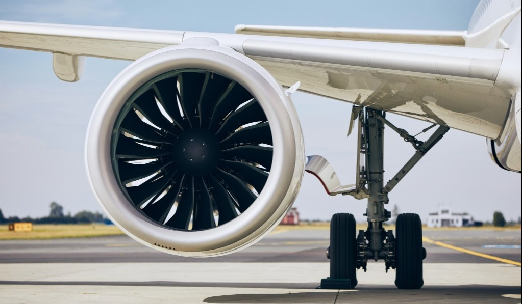 jet-engine-of-commercial-airplane-at-airport-during-sunny-day-themes-modern-technology-power-and_t20_gLBRV8