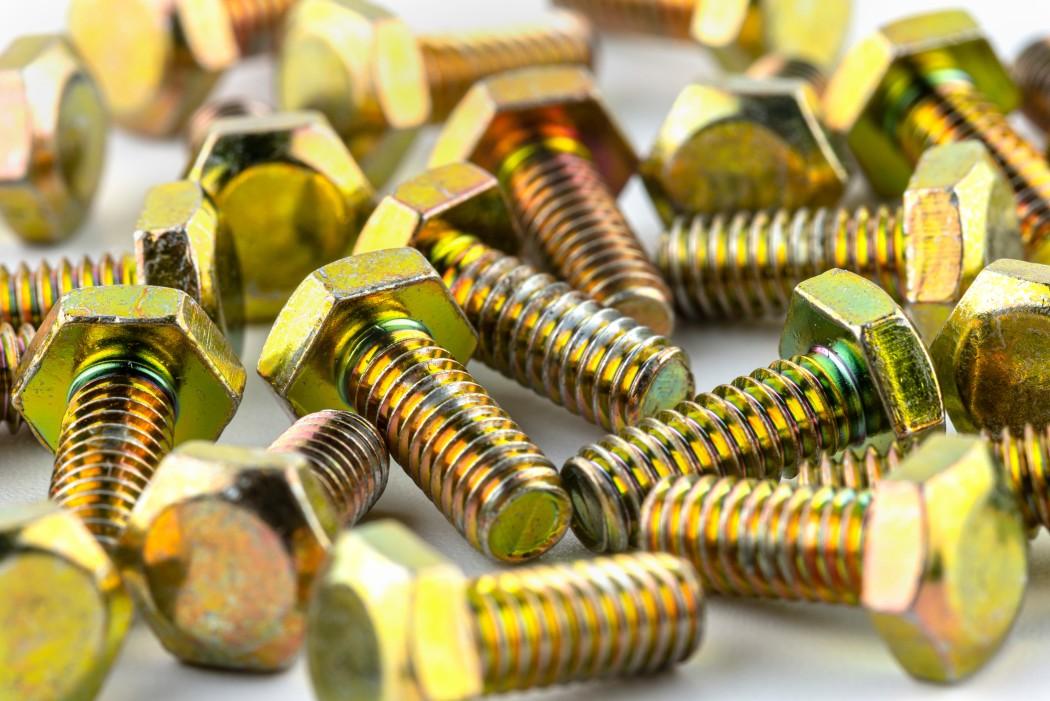 yellow-piles-bolt-screw-nut-threaded-screws-background-brass-copper-golden-stainless-steel-iron-screw_t20_7yNAk4